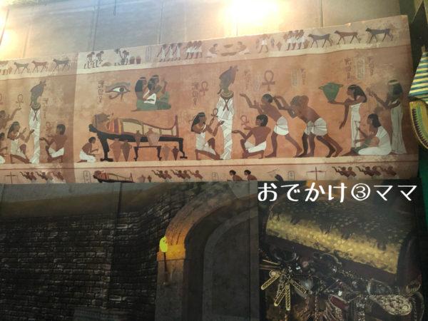 釣って見つけるぼうけんの国の手レジャーハントの壁画