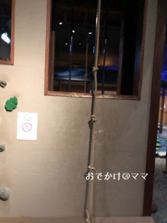 ninjya館の壁登りロープ