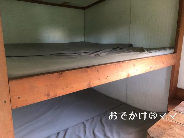 大野路ファミリーキャンプ場のトレーラーハウス内のベッド
